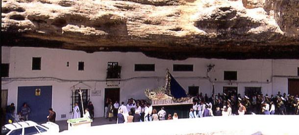 La Virgen del Rosario procesiona por las Cuevas del Sol. Foto: MARIO G. VARGAS