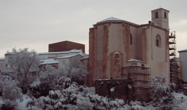 Imagen exterior de la Iglesia de la Villa sin andamios, tomada el 28-F. Imagen cedida por Sebastián Luque