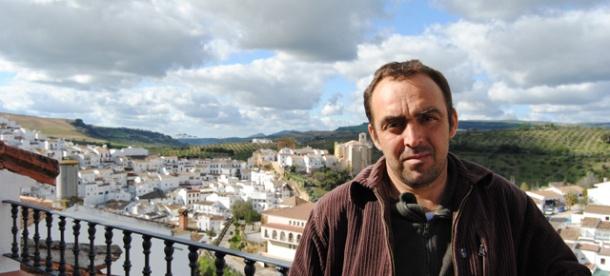 Rafael Domínguez Cedeño posa en su casa. Foto: Ángel Medina Laín