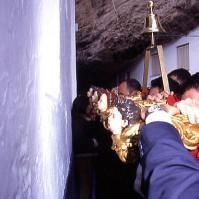 Detalle de la revirá increíble en el giro de la Cantarería y la calle Ronda, con las Cuevas de la Sombra al fondo. Foto: MARIO GARCÍA VARGAS