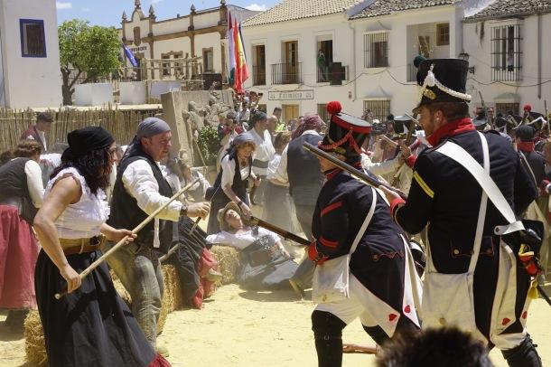 Setenil participó en la rebelión contra Napoléon. Aquí ocurrieron hechos relevantes durante la Guerra de la Independencia, como los episodios sangrientos del desfiladero del Trejo y la Venta Leche. En la imagen, una fotografía tomada en el Recreación histórica de Algodonales. Foto: CHRIS LAMLE
