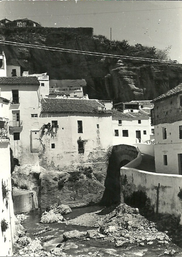 El río y la calle Triana. Foto. ANTONIO SÁNCHEZ