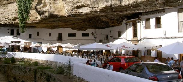 El 89% de los votantes de la encuesta se muestra favorable a la limitación del tráfico en las Cuevas en días festivos.