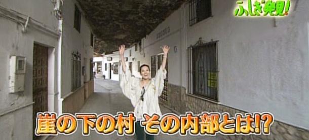 La presentadora del programa de TBS de Japón escenifica su asombro en las Cuevas de la Sombra... y venía de ver La Alhambra.