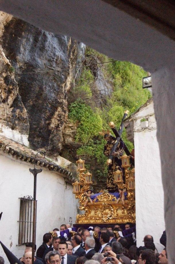 Padre Jesús bajando por la Cantarería. Foto: LOLI CALVENTE.