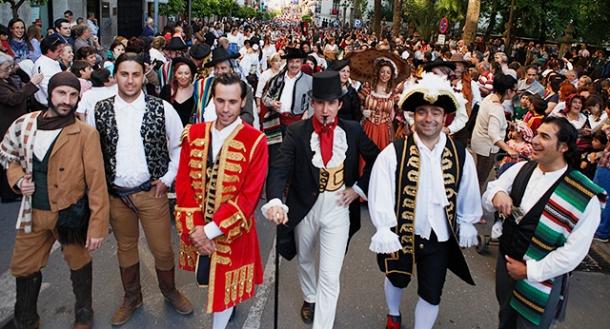 """Miles de personas abarrotaron el centro para participar en """"Ronda Romántica"""". Foto: """"La Voz de Ronda""""."""