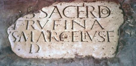 Fragmento de inscripción en el Cortijo de Acinipo.