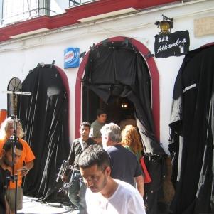 """Rodaje en el Bar Alhambra de """"Sólo se vive una vez"""". Foto: RAFAEL VARGAS VILLALÓN"""