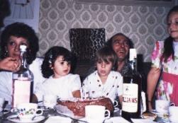 """Era habitual que los setenileños estrecharan lazos en Suiza. Aquí vemos a Pedro """"El Gallo"""" en el bautizo de la hija de Isabel Anaya."""