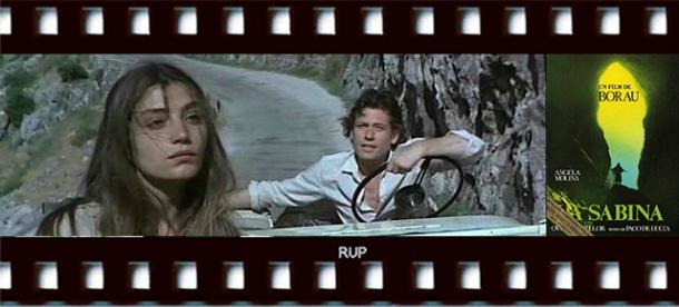 """Ángela Molina, en una escena de """"La Sabina"""", junto al galán Jon Finch. A la derecha, cartel de la película."""