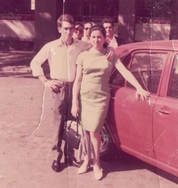Serafina Domínguez con su marido Miguel, en junio de 1969.