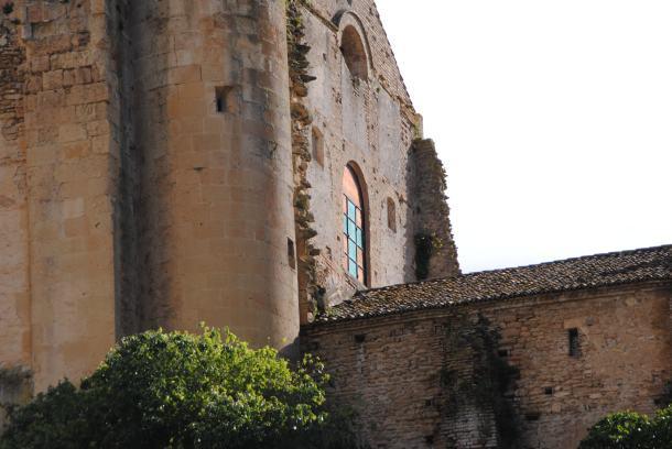 """Detalle exterior del """"enchufe"""" de las dos iglesias. Justo encima se observa la única ventana vidriada que había antes de la restauración. Foto: ÁNGEL MEDINA LAÍN"""