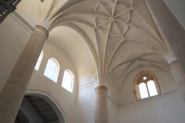 En esta imagen vemos la decisiva apertura de los vanos que han cambiado la visión y el proyecto inicial de restauración de la Iglesia de la Villa. ÁNGEL MEDINA LAÍN