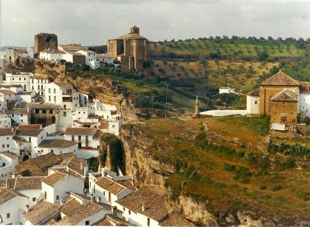 Vista de Setenil, a finales de los 60 o comienzos de los 70, antes de la urbanización de El Carmen. Foto: MIGUEL MARTÍN.