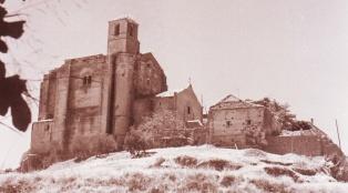 Imagen de la Iglesia tomada en los primeros años '70. Detalle de una foto de JUAN MARÍN ORTEGA.