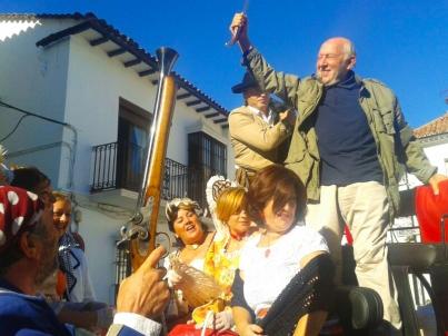 """El Algarrobo, en la carroza de los activos """"bandoleros de Setenil"""". Foto: PEPE GARCÍA"""
