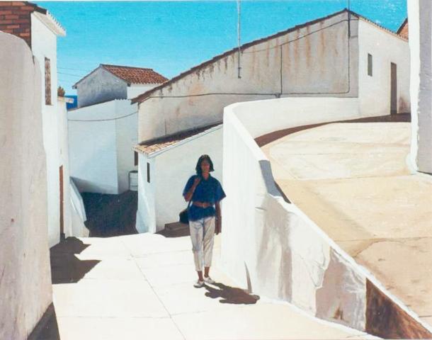 """Esta excelente pintura del Cerrillo se expuso en la sala BCM Art Gallery de Barcelona en febrero de este 2013, en la antología póstuma de Manuel Romero Cabestany (64 años) y recibió la máxima puntuación en la muestra de una galería virtualde arte.Data de 2006 y se titula, curiosamente, """"El regreso de la playa"""", quizá porque esa luz de verano es la prolongación del Mediterráneo que tanto reflejó en sus óleos este pintor nacido en Barcelona, cuyos cuadros """"huelen a lejía, a azulete y corrientes de aire, a modorra sin tiempo"""", como él mismo los definió. Es una visión de Setenil alejada del arquetipo local, en una demostración más de los matices diferentes que aporta la mirada ajena, en la que prevalece la blancura, las sombras y el silencio, y que tiene su continuación en otras dos obras sobre Setenil en las que Cabestany quiere imaginar el mar en nuestro pueblo y que también se han expuesto en algunas de las 86 exhibiciones de este artista. Por un vídeo que acompañamos, tenemos constancia de que otro de estos dos cuadros del Cerrillo se expuso en Salou en 2008, en la muestra """"Dos visiones del Mediterráneo""""."""
