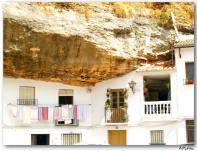 Las fachadas de las casas comidas incrustadas en la roca es el motivo que más gusta a los fotógrafos que no s visitan. Foto: JUAN ANTONIO PATIÑO (Sacada de Flicker)