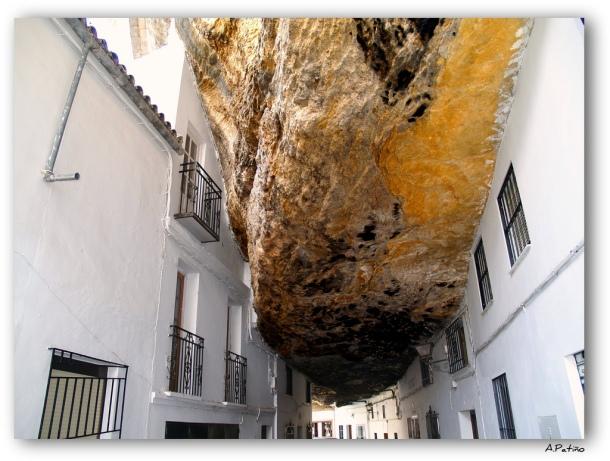 Las Cuevas de la Sombra, emblema de la fascinación que causa la convivencia de Setenil con la roca. Foto: JUAN A. PATIÑO (Flickr)