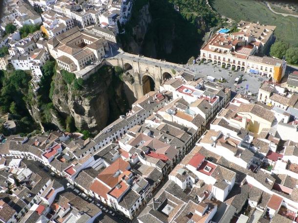 El Puente Nuevo comunicó los dos márgenes del Guadalevín y permitió la expansión urbanística de la ciudad. Foto: JOSÉ DURÁN