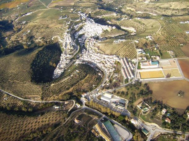 Esta imagen muestra el perfil urbano de Setenil. Foto: JOSÉ DURÁN