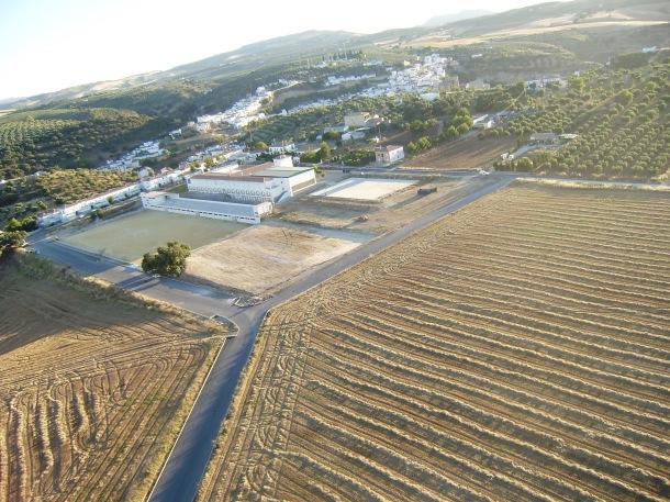 Vista del Instituto y del campo de fútbol. Foto: JOSÉ DURÁN