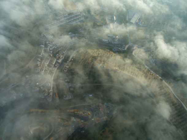 Setenil bajo la niebla. Foto: JOSÉ DURÁN