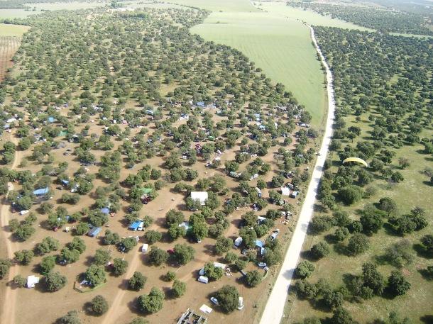Singular vista de la Romería de Setenil. Foto: JOSÉ DURÁN