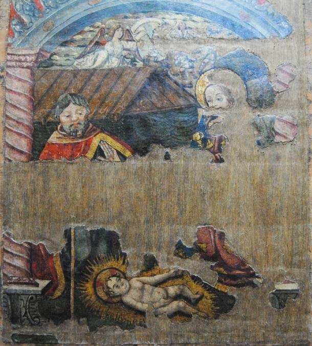 Ésta es una de las dos tablas del Retablo de la Anunciación en las que aparece el niño Jesús. Su deterioro nos hace recordar que en la Iglesia de la Villa hubo hasta cinco retablos, del que sólo se conserva éste. Foto: ÁNGEL MEDINA LAÍN