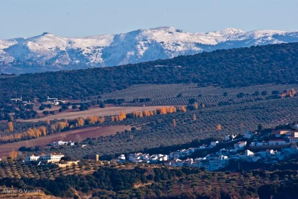 Setenil y la Sierra de las Nieves, en una imagen tomada desde la Cuesta de la Palma. FOTO: MARIO GARCÍA VARGAS.