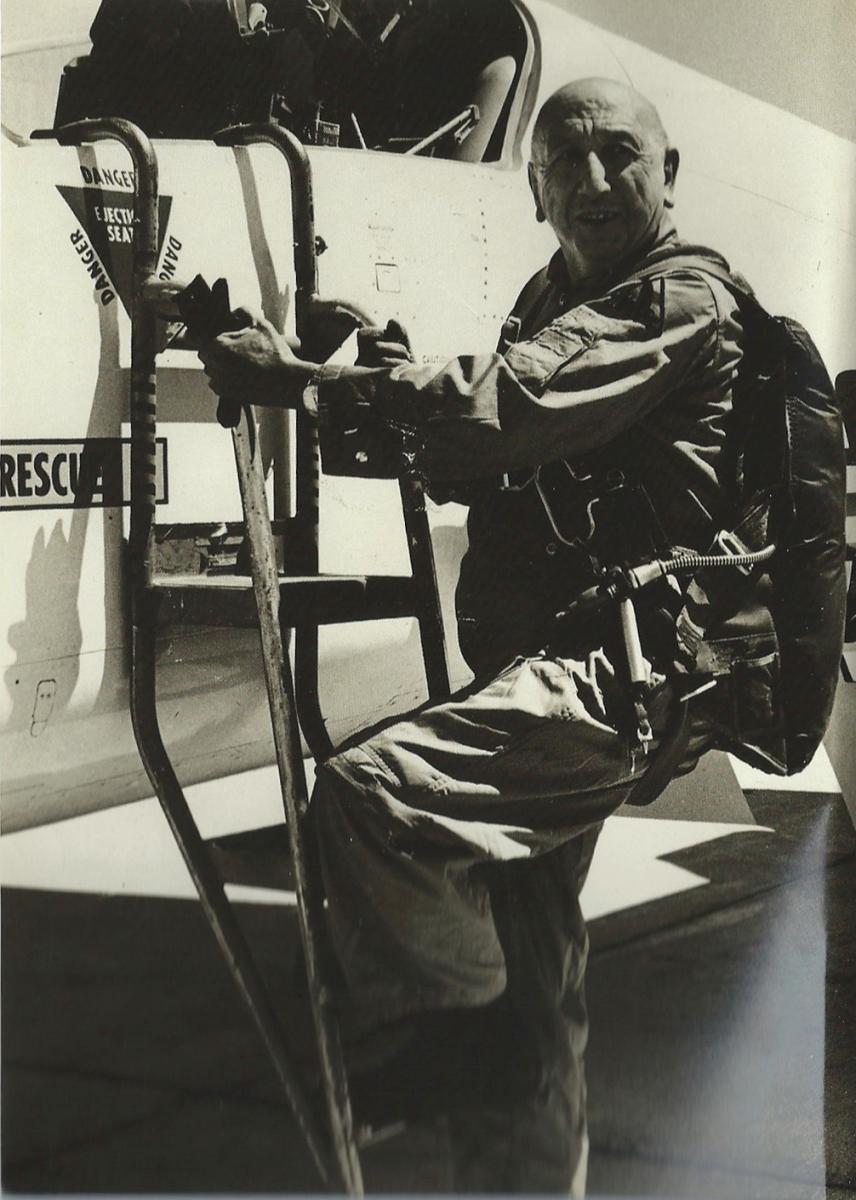 Ortiz-Echagüe, en su faceta de piloto.