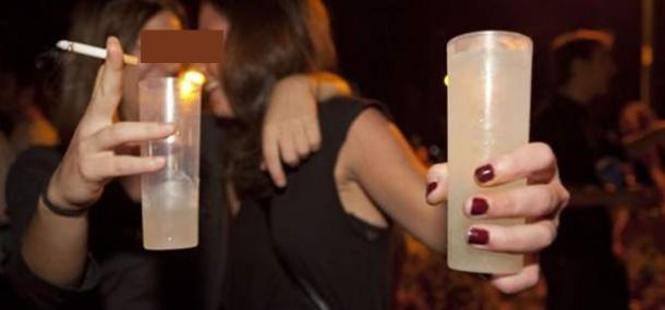 El consumo de alcohol entre los adolescentes españoles ha aumentado notablemente: casi 9 puntos porcentuales en los dos últimos años, sobre todo entre los jóvenes de 14 y 15 años. Estos datos se recogen en la Encuesta Escolar sobre Uso de Drogas en Estudiantes de Secundaria, presentada este miércoles por el Plan Nacional sobre Drogas.