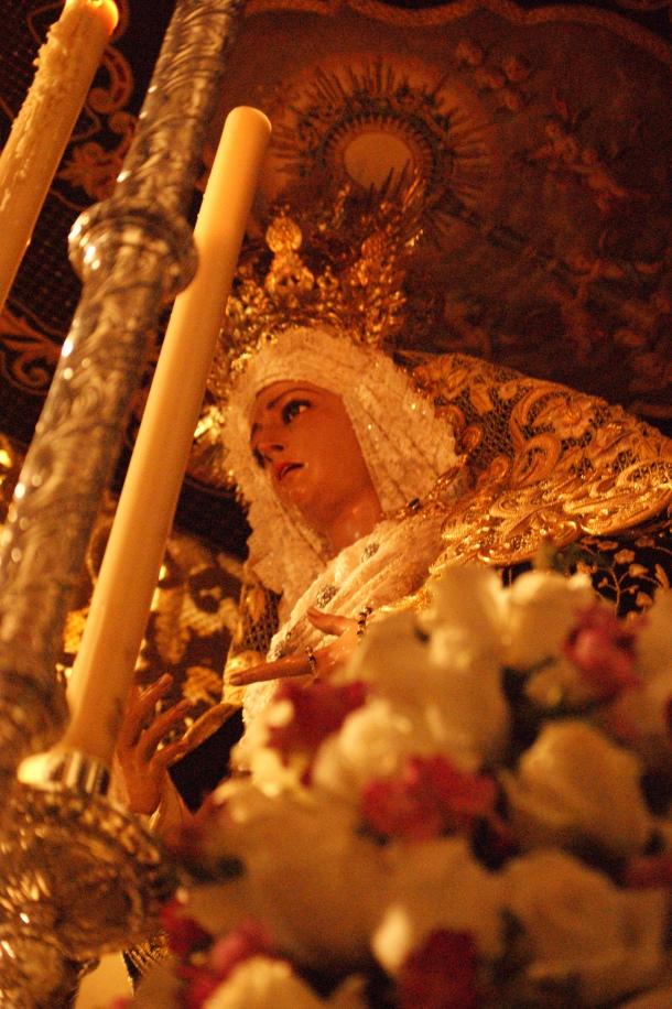 La Virgen de los Dolores es una talla del escultor sevillano Luis Alvarez Duarte, adquirida en 1986. En la Guerra Civil se destruyó su predecesora, una imagen del siglo XVIII de La Cerda. Procesiona el Jueves con el Amarrao a la Columna y el Viernes con el Santo Entierro. Foto: LOLI CALVENTE