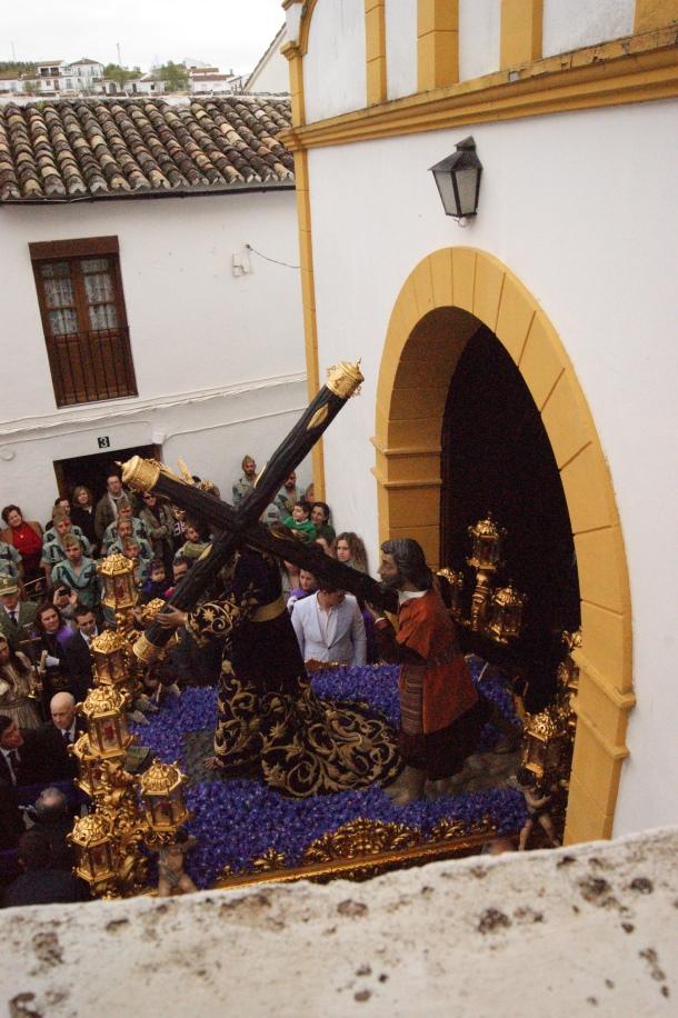 La plaza de San Benito se abarrota para presencial el arranque de esta procesión. Foto: LOLI CALVENTE