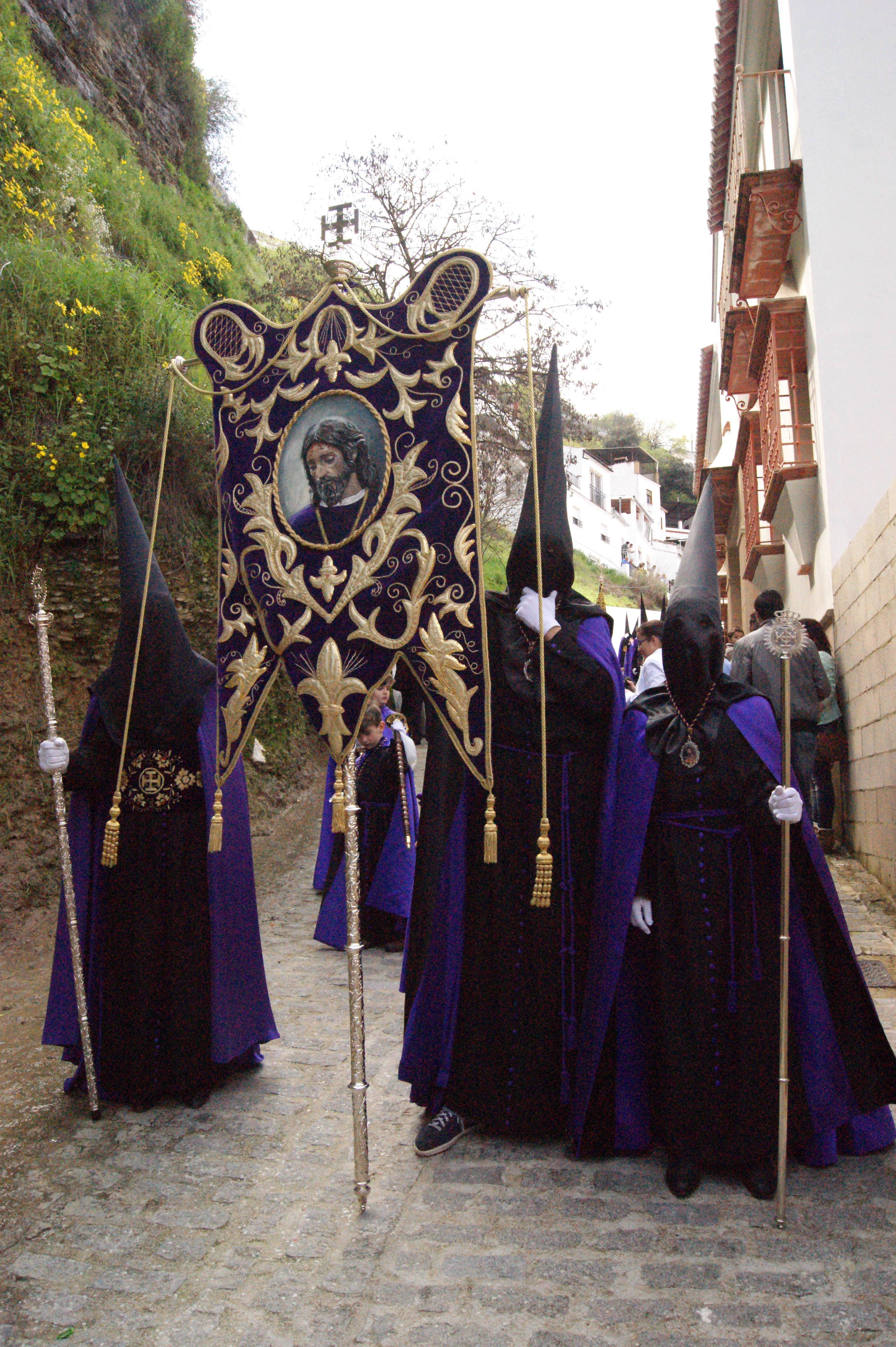 Penitentes en La Cantarería. Foto: LOLI CALVENTE.