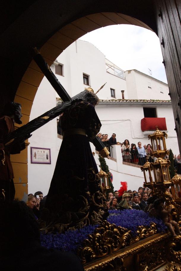 La salida de Padre Jesús de su ermita siempre va acompañada de una especial algarabía en la plaza de San Benito, donde no cabe un alfiler. Foto: LOLI CALVENTE