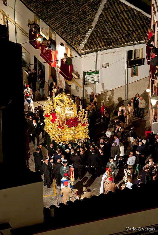 El Santo Entierro sube por el empinadísimo pecho de la Plaza. Foto: MARIO GARCÍA VARGAS