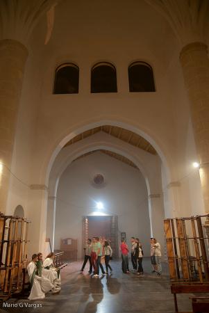La Iglesia de la Villa, en la transición de la procesión del Jueves Santo al Silencio. Foto: MARIO GARCÍA VARGAS.