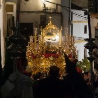 El Santo Entierro encara la empinada subida hacia la calle Alta. Foto: ÁNGEL MEDINA LAÍN