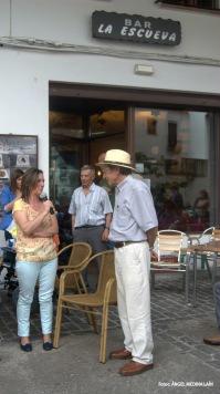 Rosario Ordóñez explicó a Ezequiel la receta tradicional que utilizan para la elaboración de los embutidos caseros de la Cooperativa Los Montes. Foto: ÁNGEL MEDINA LAÍN