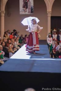 """Claudia, durante el desfile de los trajes de Ana Mari Romero. Foto: PEDRO CHITO. """"RONDA ROMÁNTICA"""""""