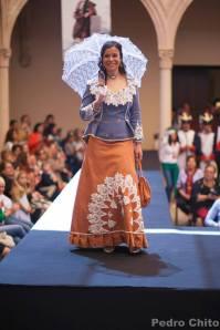 """Lina, durante el desfile de los trajes de Ana Mari Romero. Foto: PEDRO CHITO. """"RONDA ROMÁNTICA"""""""