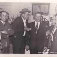 LA CANTINA. Diversión en el antiguo cine, en la cantina de Antonio Mollete. A la izquierda, Celestino Moreno. En el centro, Bartolo el de Juana Vilches.