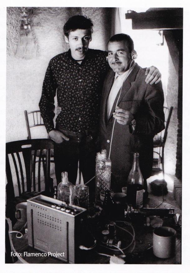 Daniel Seymour posa con el cantaor Francisco Molina en 1970. El americano falleció en el Mar del Caribe,en 1973, mientras navegaba en solitario. Foto: Flamenco Project