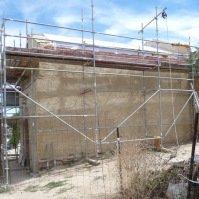 La fachada sur de la ermita.