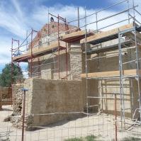 """La """"casa de la santera"""", cuyos muros perjudicaban al edificio según los técnicos, se ha derruido."""