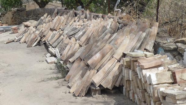 El material de construcción se está acabando y amenaza la finalización de las obras.
