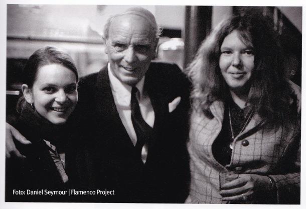 """En la fotografía, Virginia Gilmore, esposa de Steve Kahn, Diego del Gastor y Rosa Van Kirk, """"la americana"""", que viajaron juntos a Setenil en 1968. Foto: Daniel Seymour (""""Flamenco Project)."""