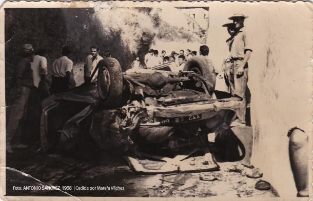 Un coche cayó por la ladera a la Cantarería en 1968. Foto: ANTONIO SÁNCHEZ.