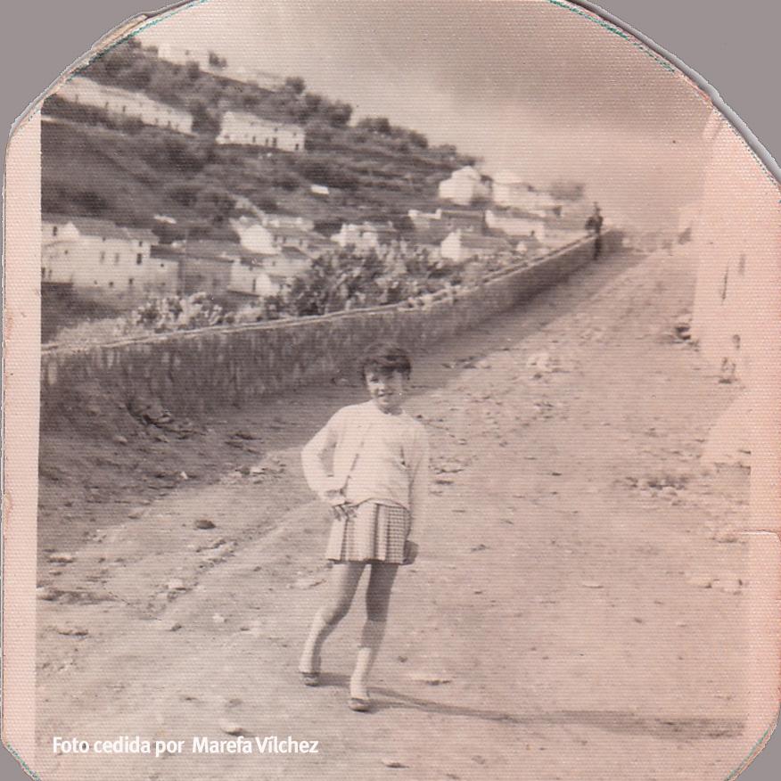 EL CERRILLO. Ésta es la imagen del Cerrillo en 1968. Marefa Vílchez posa a la altura del bar Las Flores.
